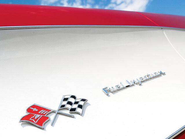 vemp_0709_05_zc1_corvette_drag_carfuel_injection_badge