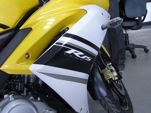 Yamaha_r15_yellow