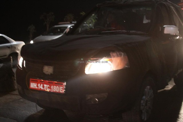 2011 Tata Safari front