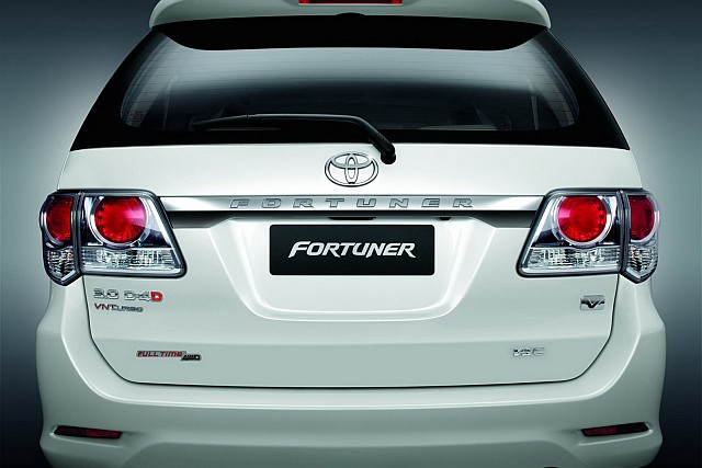 2012 Toyota Fortuner rear