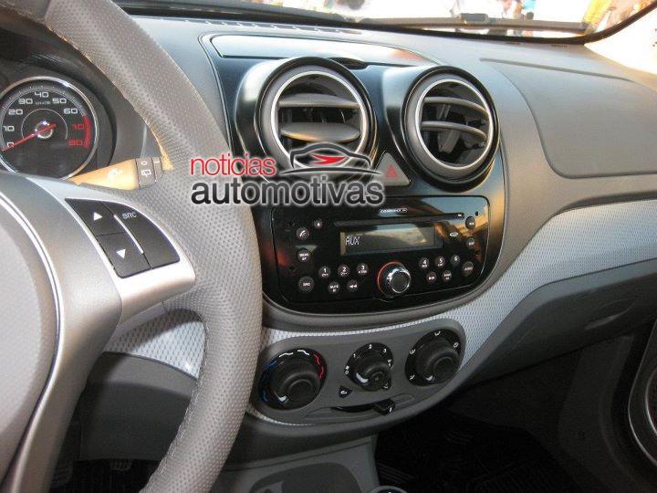 2012 Fiat Palio center console
