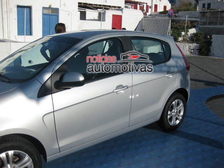 2012 Fiat Palio side profile