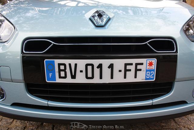 Renault Fluence ZE Blue tinted chrome decoration