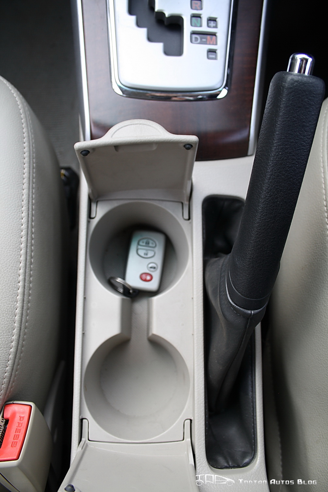 Facelifted Toyota Corolla Altis front cupholders