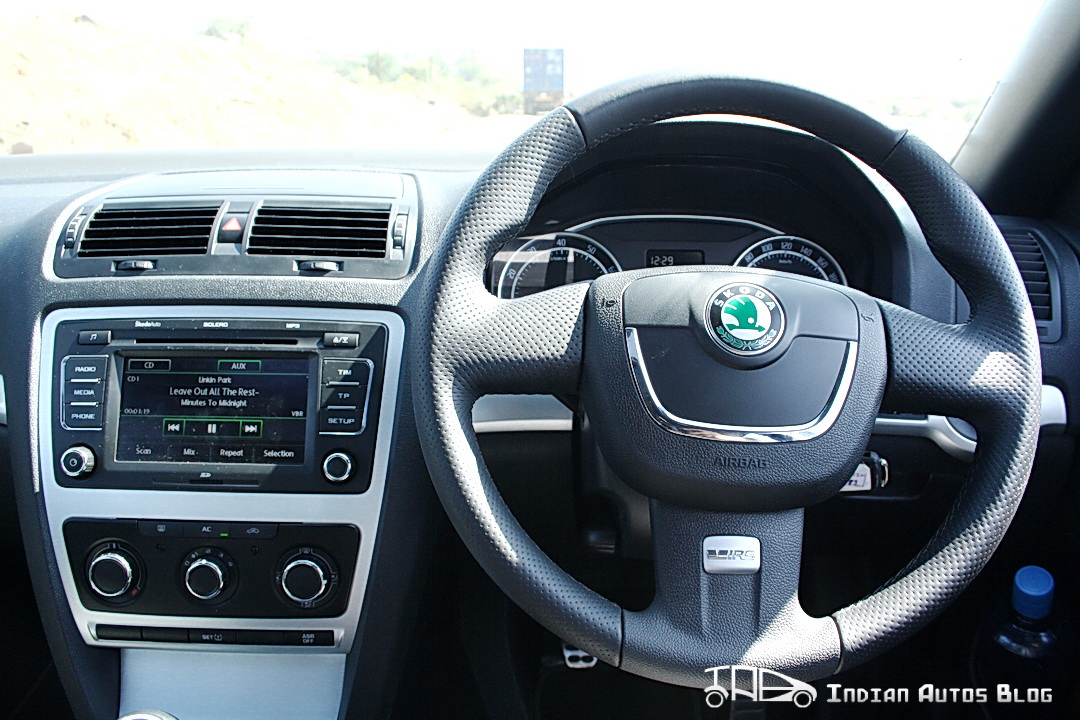 Skoda Laura vRS steering wheel