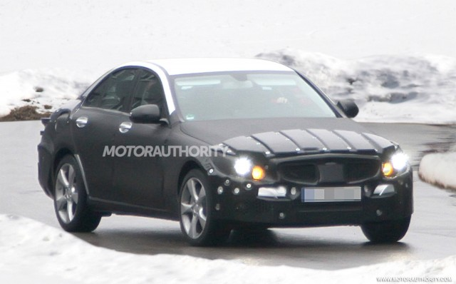 2014 mercedes benz c class front spy-shot