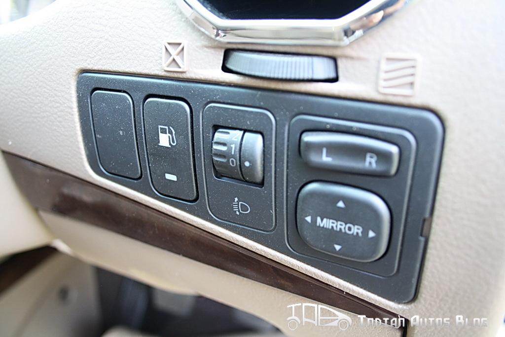 Mahindra Xylo E9 mirror adjustment