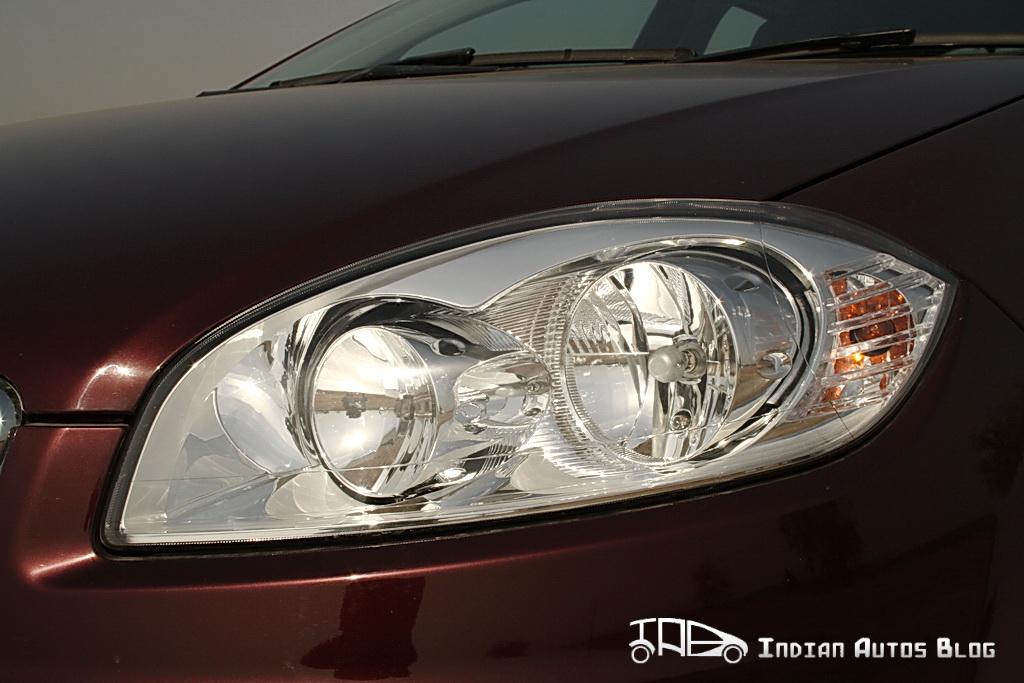 2012 Fiat Linea headlamps