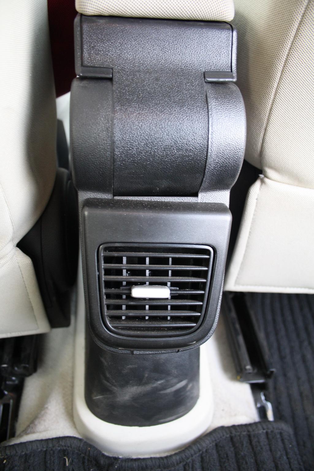 2012 Fiat Linea rear AC vents
