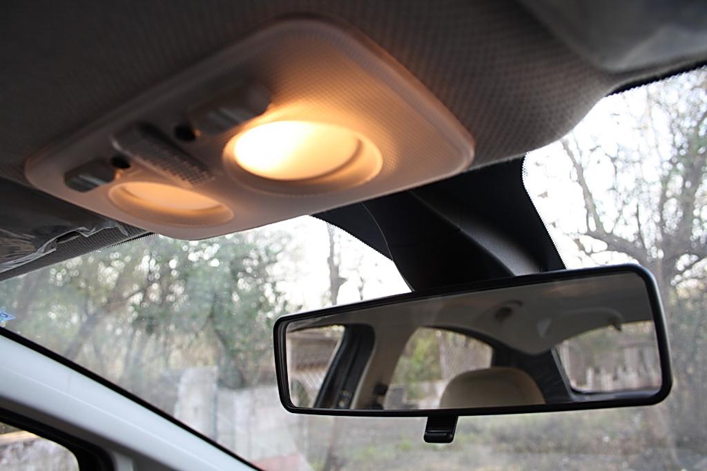 2012 Fiat Linea interiors rear view mirror