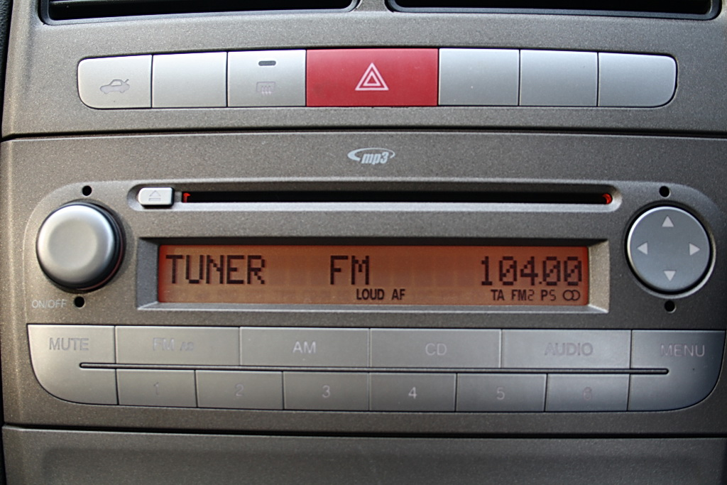 2012 Fiat Linea mp3 player