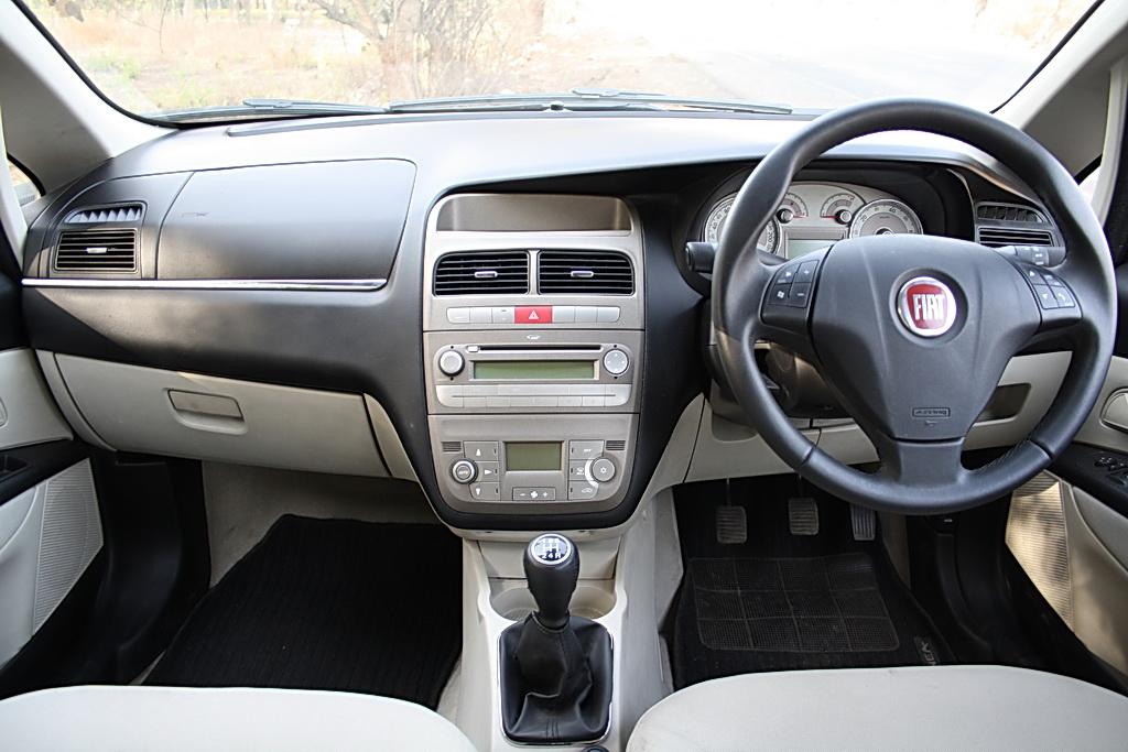 2012 Fiat Linea interiors