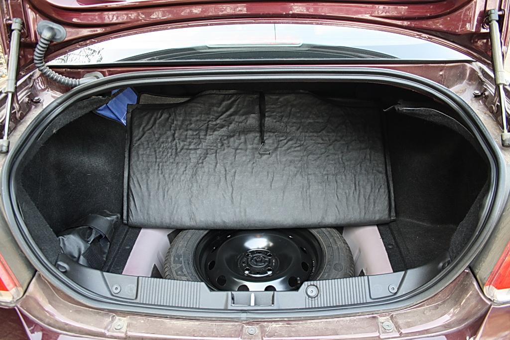 2012 Fiat Linea interiors bootspace