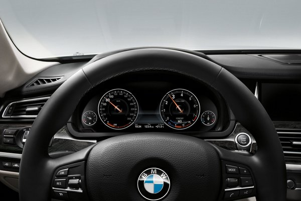 2013 BMW 7 Series features-4