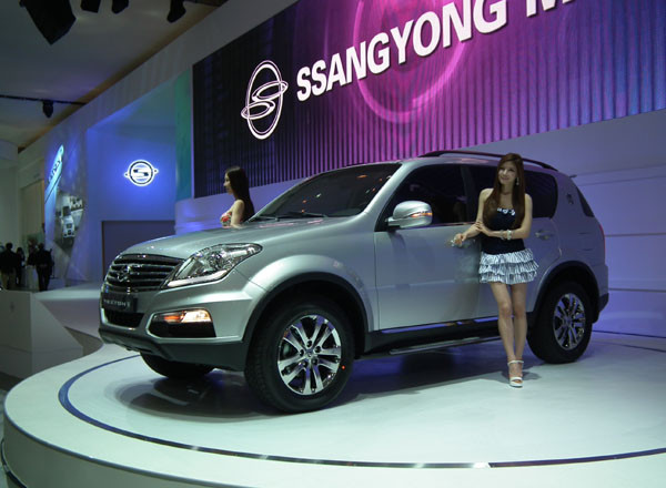 Ssangyong Rexton w side profile