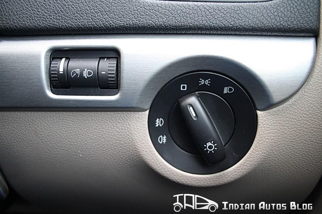 Skoda Yeti headlamp controls