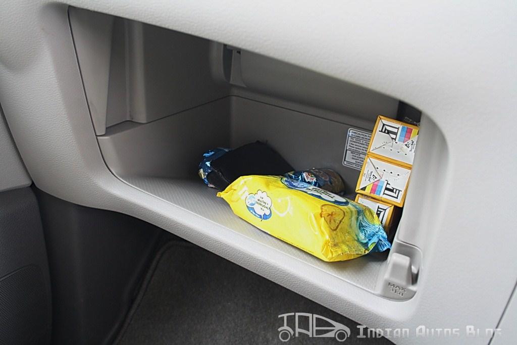 Nissan Evalia glovebox