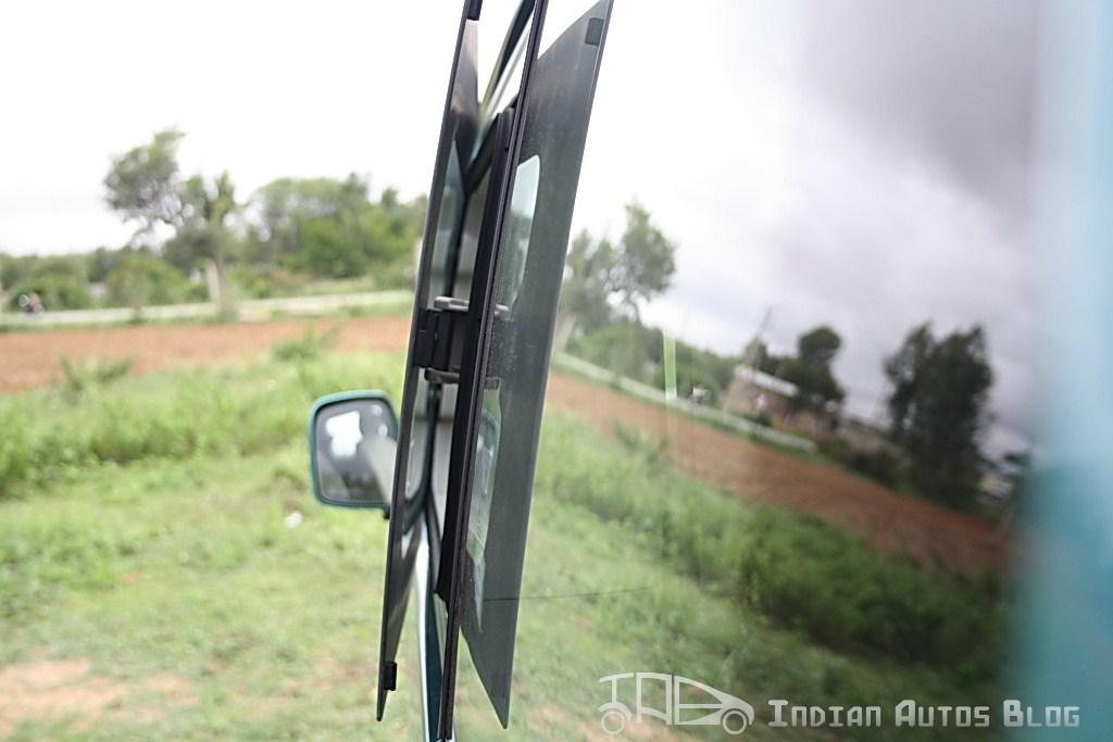 Nissan Evalia butterfly flap