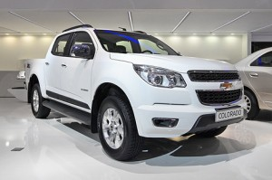 White Chevrolet Trailblazer Russia
