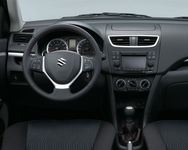 Suzuki Swift Bandit interior