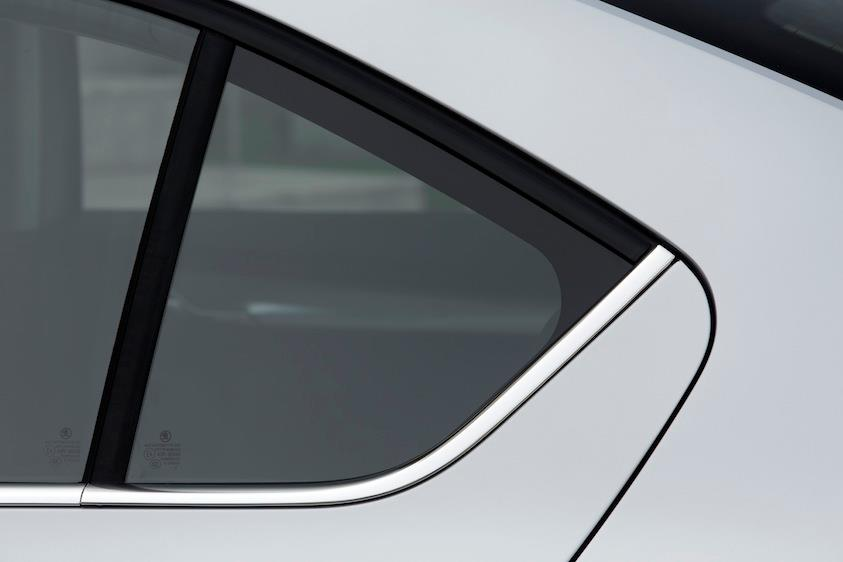 2013 Skoda Octavia window line