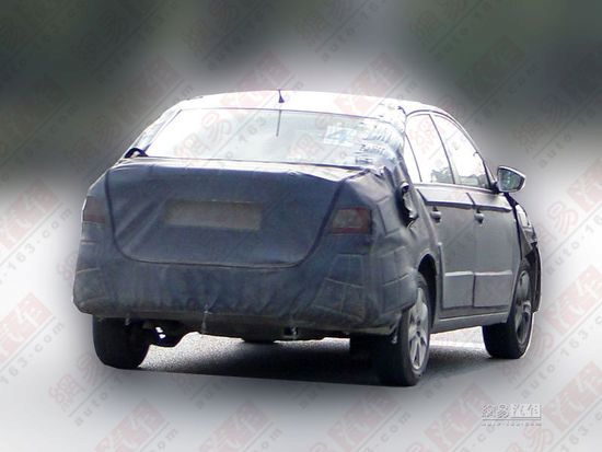 Skoda Rapid for China rear end test mule
