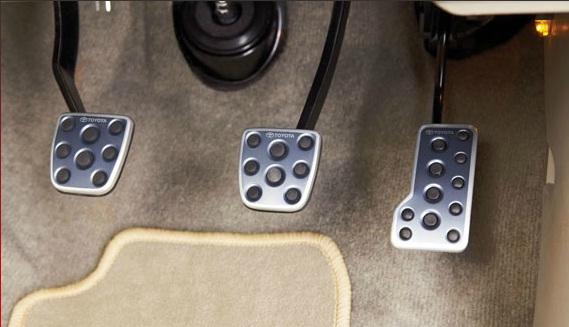 Toyota Fortuner pedal set