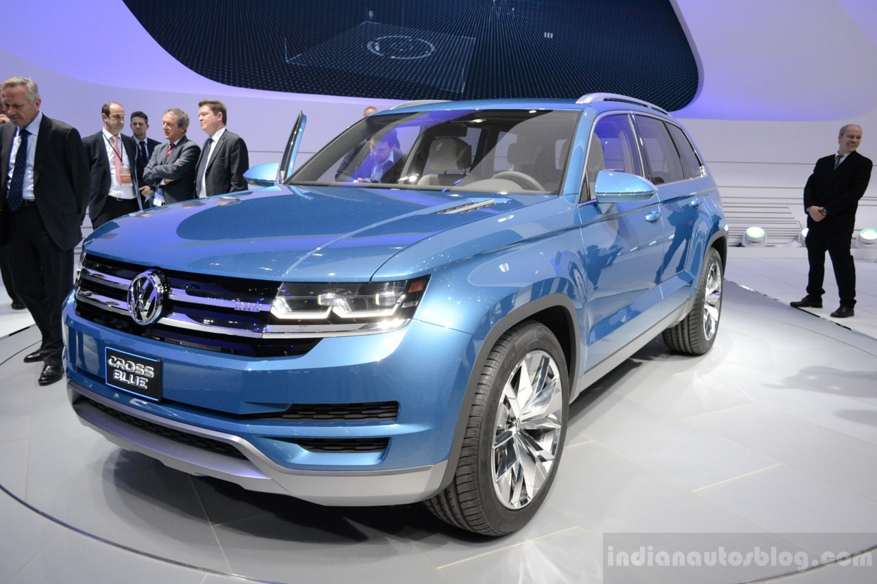 VW CrossBlue Concept at NAIAS 2013 (15)