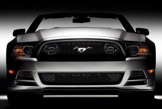 2013 Ford Mustang GT front view