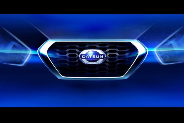 Datsun grille and logo