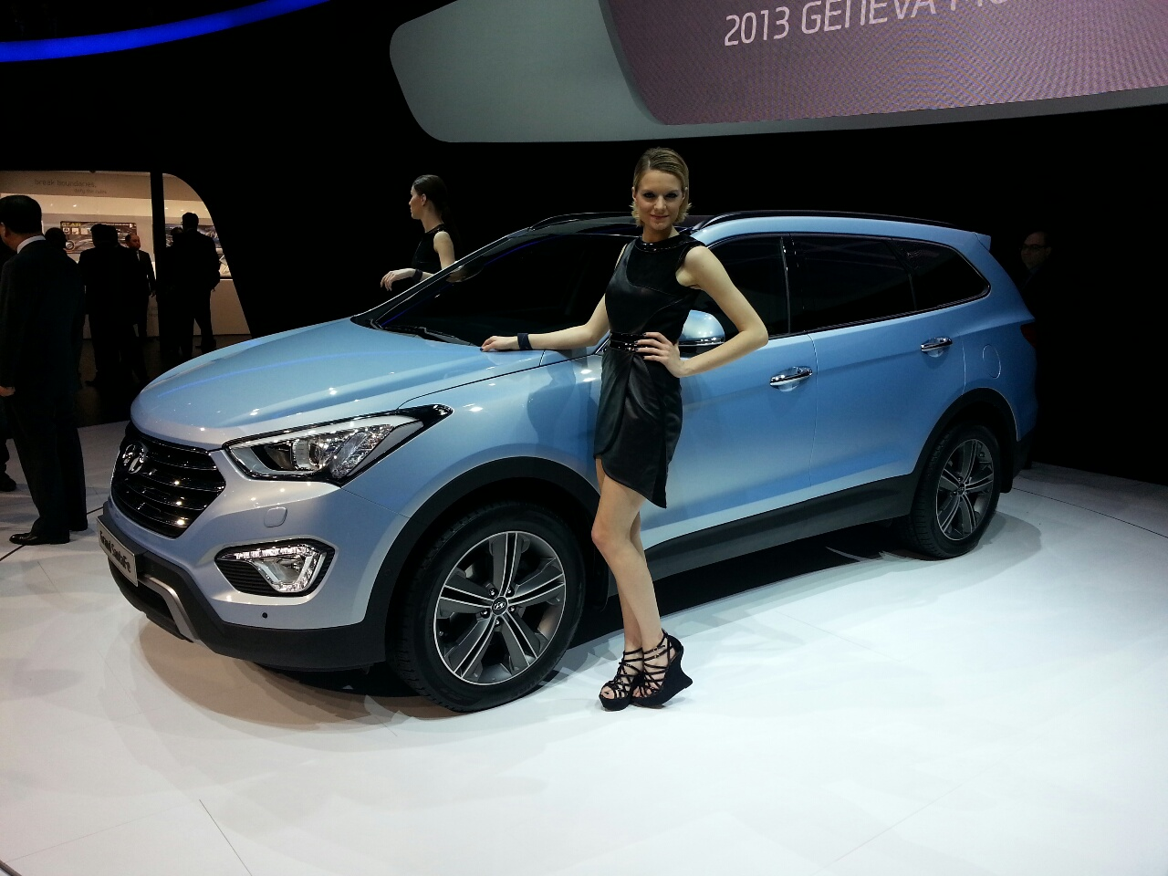 2013 Hyundai Grand Santa Fe side