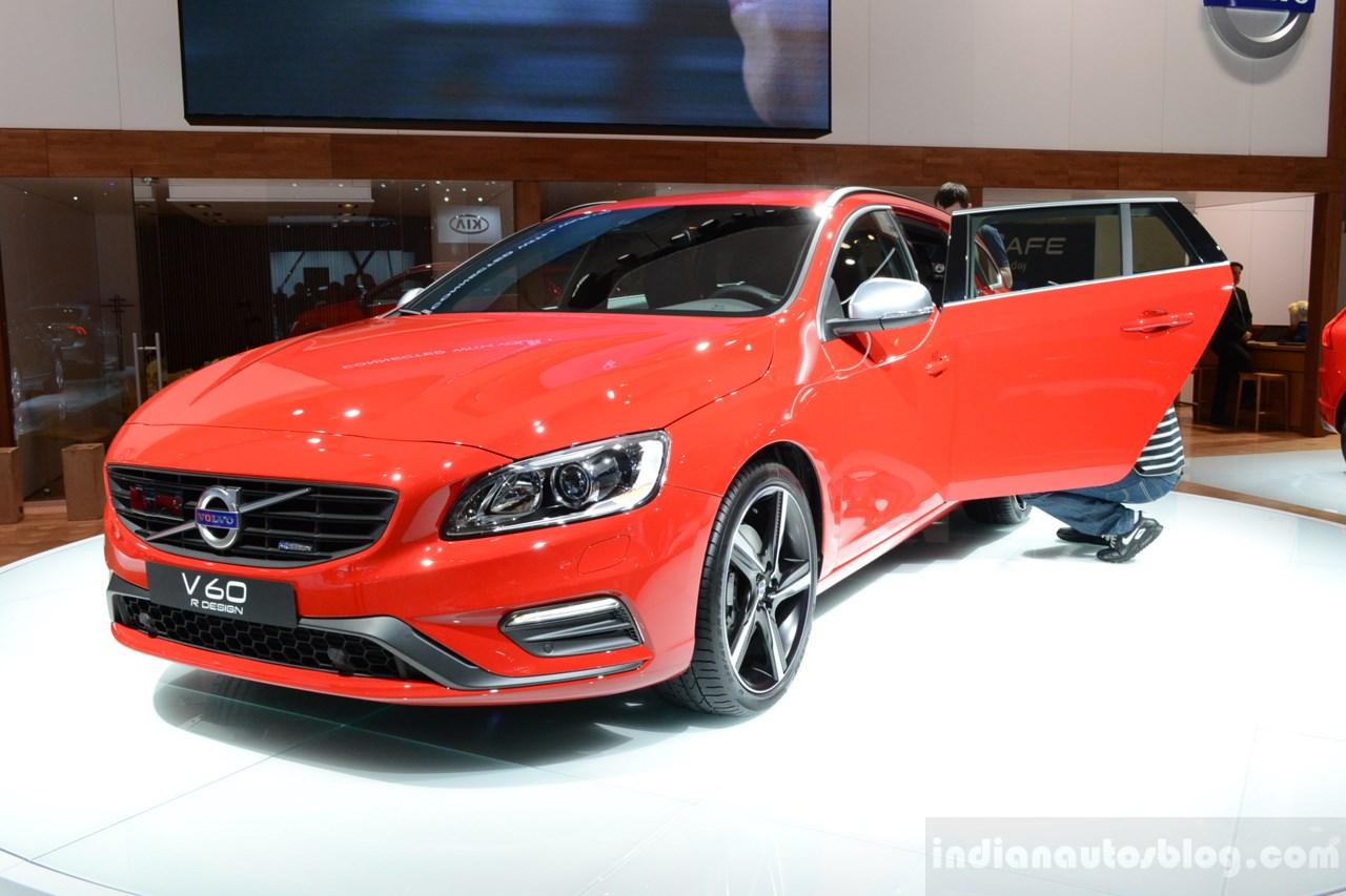 2014 Volvo V60 R-Design front quarter