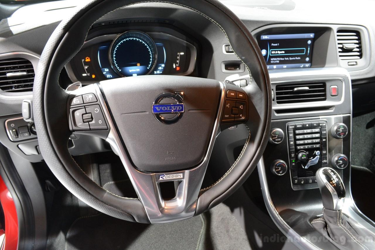 2014 Volvo XC60 R-Design interior
