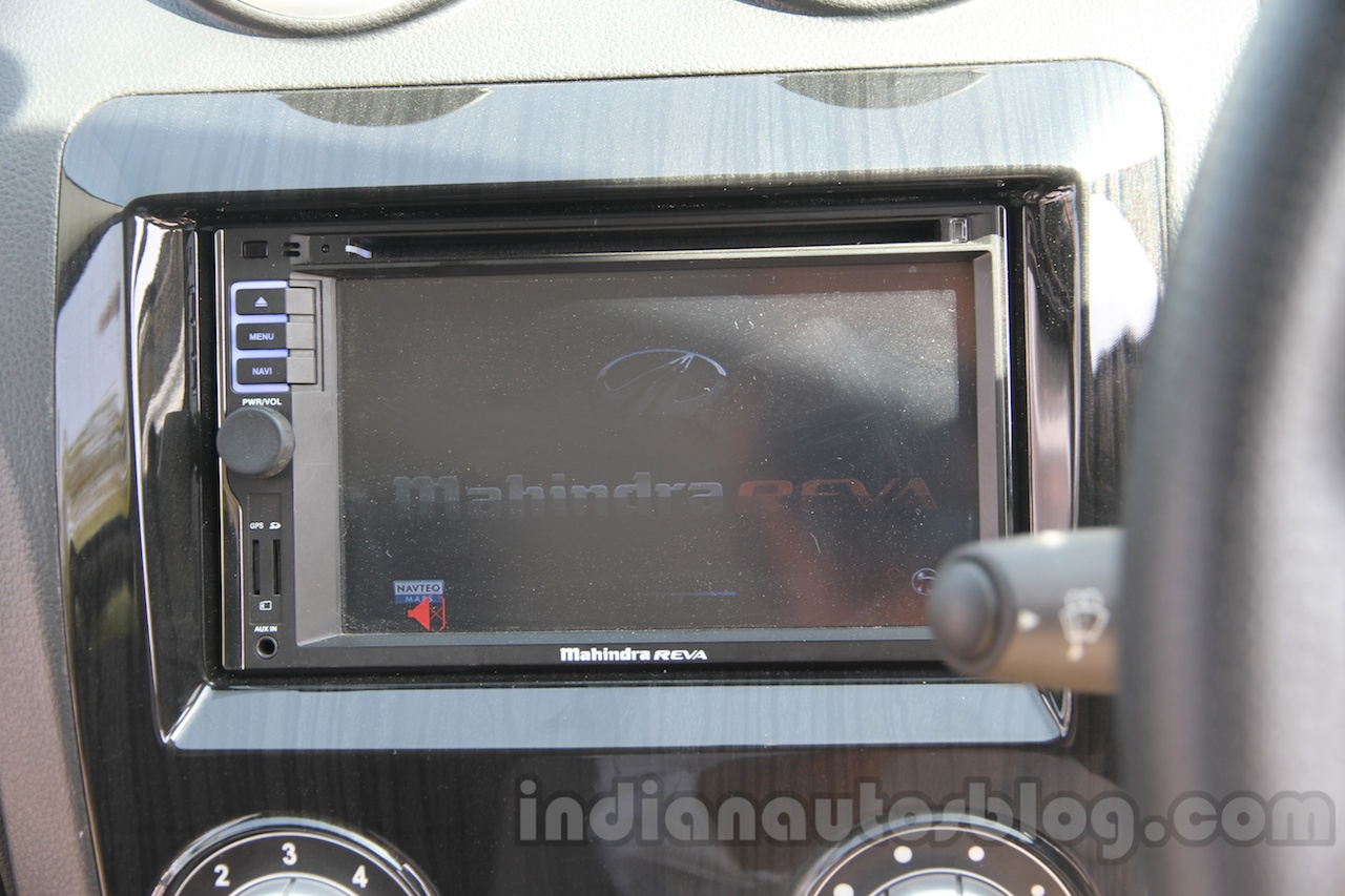 Mahindra Reva E2O digital screen