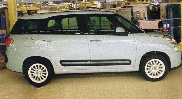 Fiat 500XL spyshot