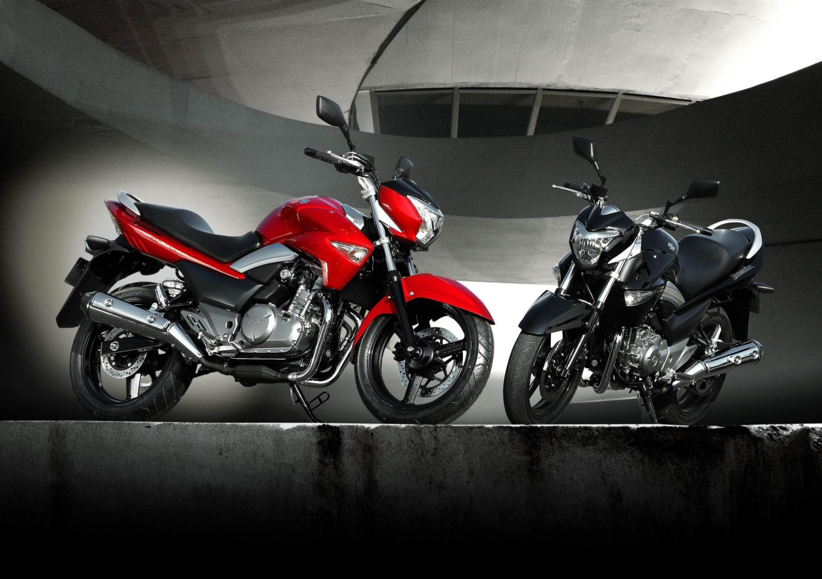 Suzuki Inazuma GW250 Red and black