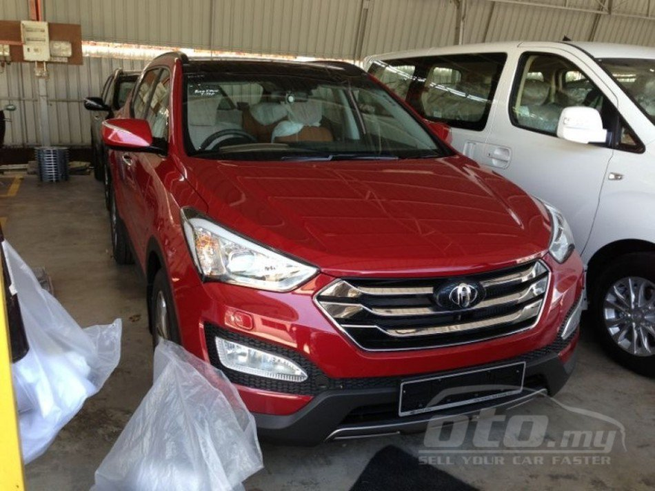 2013 Hyundai Santa Fe spied Malaysia red front