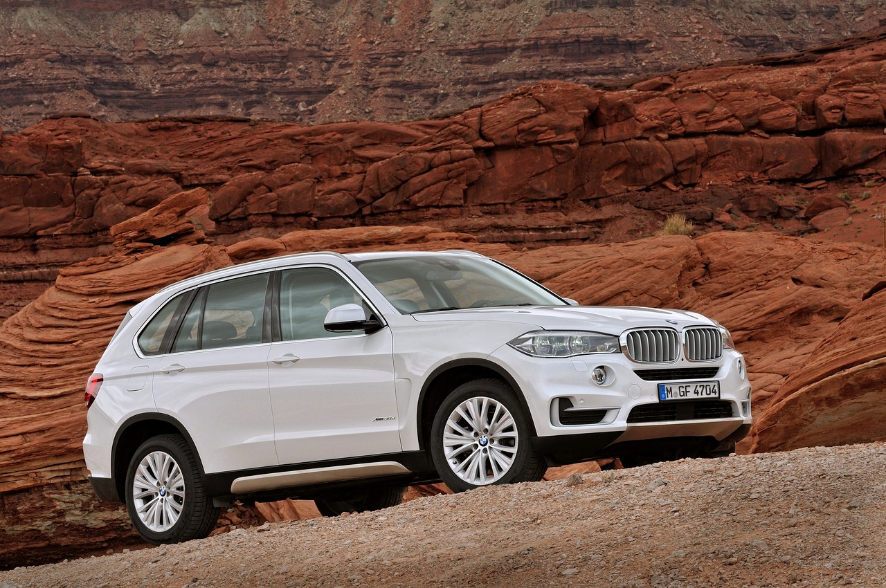2014 BMW X5 white front three quarter right