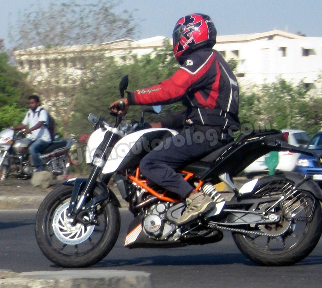 KTM Duke 390 spied in Pune