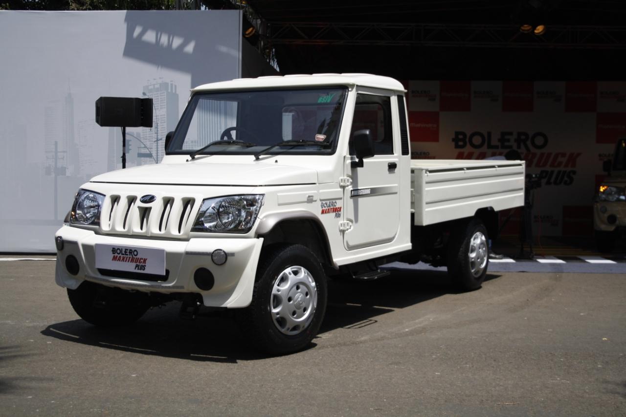 Mahindra Bolero Maxi Truck Plus White Front Quarter Left