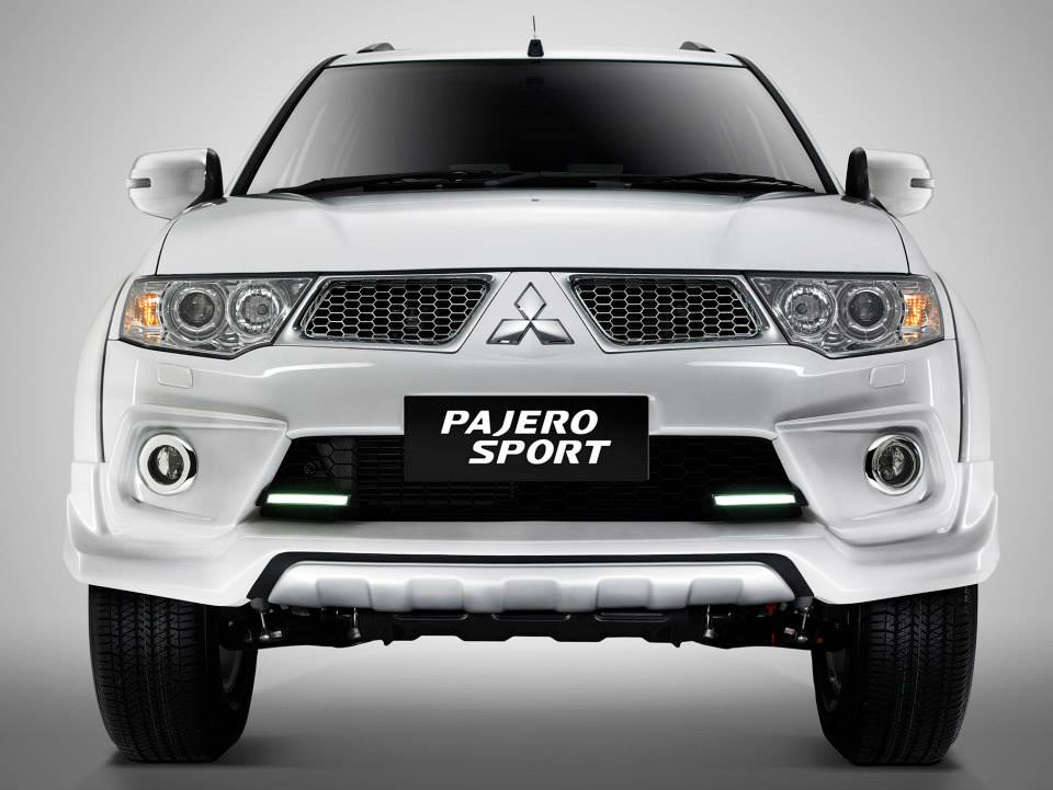 Mitsubishi Pajero Limited edition Indonesia front