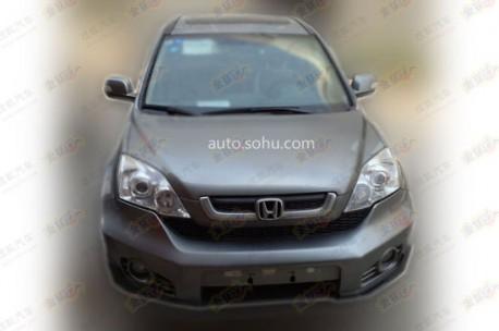 Old Honda CR-V spied in China front