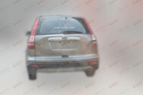 Old Honda CR-V spied in China rear