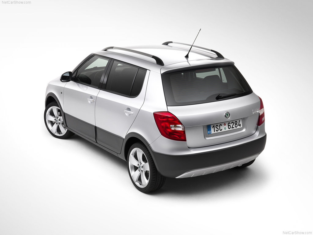 Skoda-Fabia-Scout-rear-three-quarters
