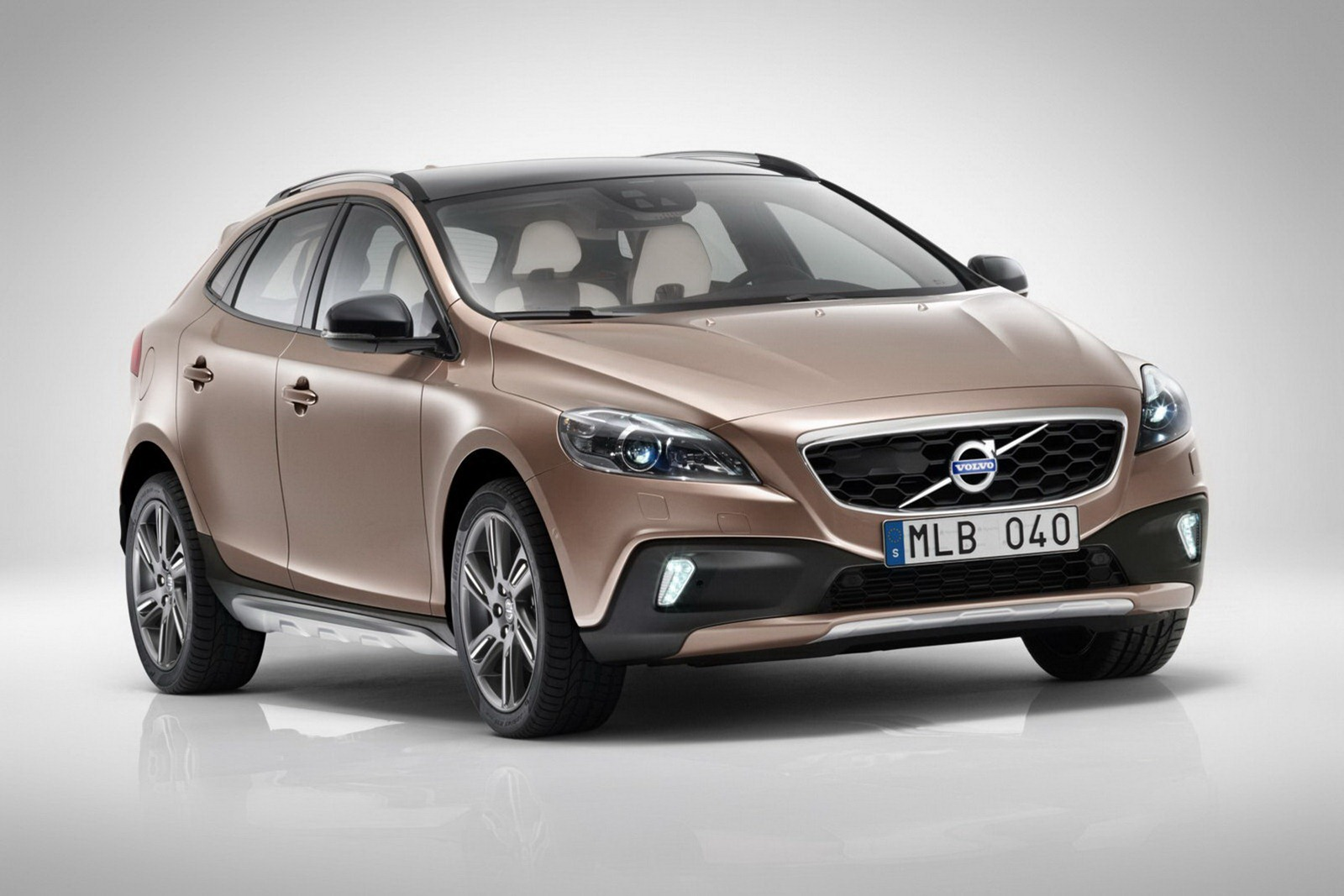 Volvo V40 Cross Country front view