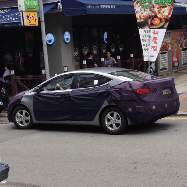 Hyundai Elantra facelift caught testing in Korea