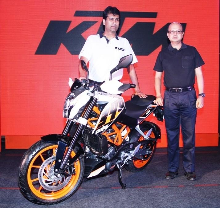 Mr. Rajiv Bajaj, MD and Mr. Amit Nandi, VP  Probiking, Bajaj Auto Ltd. with the newly launched KTM Duke 390