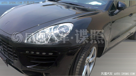 Porsche Macan spied China front fender