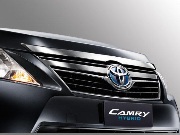 Toyota Camry Hybrid grill