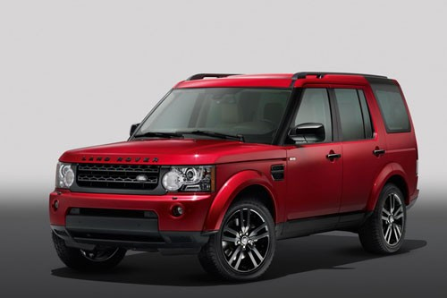 front three quarter of the Land Rover Discovery 4 Black Design pack